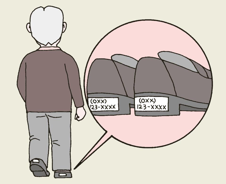 利用者が行方不明になったときのための対策。利用者mp靴のかかと部分に蛍光テープを貼り、電話番号を書いておく。